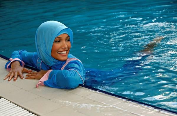 Burkini, primo divieto in Italia. La piscina pubblica: