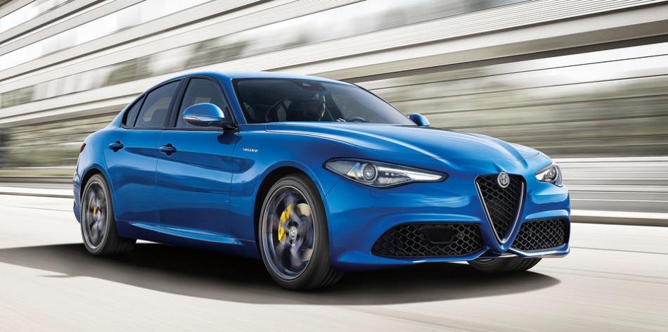 Alfa Romeo: a Parigi c'è anche la speciale Giulia Veloce