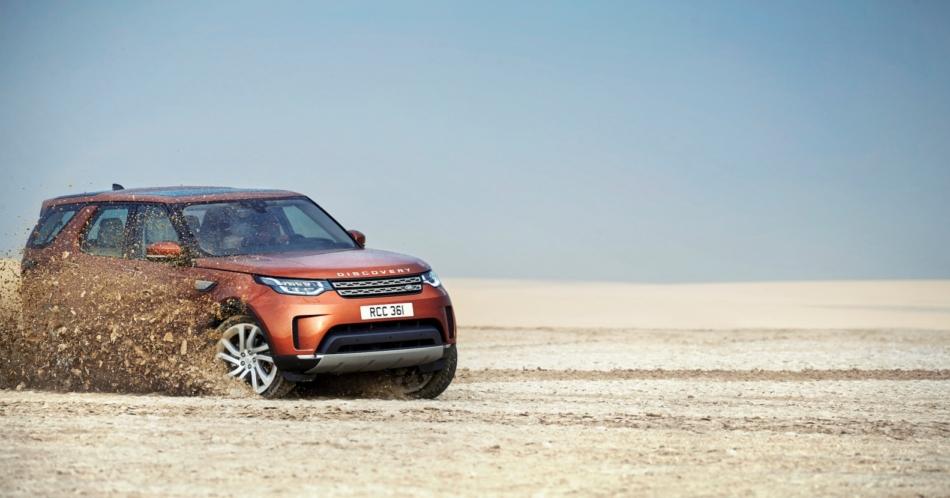 Land Rover: debutta a Parigi anche la nuova Discovery a 7 posti