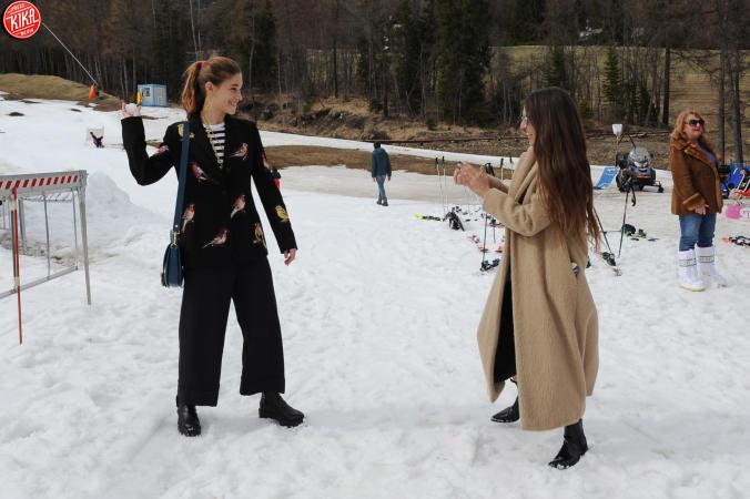 Le star di Cortinametraggio si lanciano palle di neve