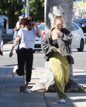 Selena gomez da star a ragazza della porta accanto - Ragazza della porta accanto ...