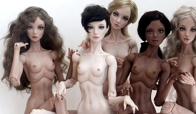 Bufera sul web per le bambole anoressiche