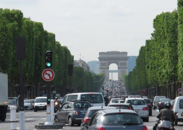 Parigi, fra bici e mezzi elettrici