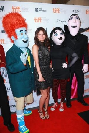Selena Gomez sul tappeto rosso con il fratellino di Justin Bieber
