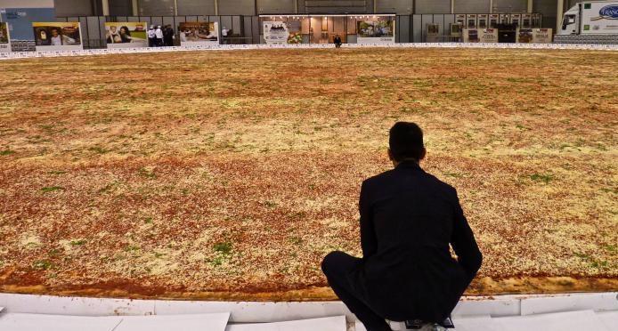 Torna in italia il record per la pizza piu 39 grande del for La villa piu grande del mondo